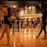 Aulas de Dança Contemporâneo e Clássico para crianças, jovens e adultos a partir dos 3 anos de idade.